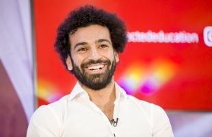 محمد صلاح يقدم هدية إلى 30 ألف شخص من أهل بلدته- صور