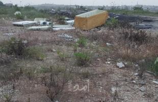 سلطة جودة البيئة تراقب المناطق الغربية المحاذية لجدار الضم في قلقيلية لمنع تهريب النفايات الإسرائيلية