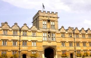 """""""أوكسفورد"""" البريطانية تعلن تطوير 140 لقاحا لفيروس كورونا والنتيجة فى سبتمبر"""