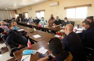 داخلية غزة تجتمع بأصحاب المحال التجارية لمناقشة خطوات وآليات مواجهة كورونا