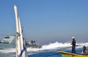 زوارق الاحتلال تطلق نيرارنها رشاشاتها تجاه شاطئ خانيونس
