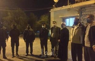 النائب الجمل يشارك في جولة ليلية على شرطة وسط قطاع غزة