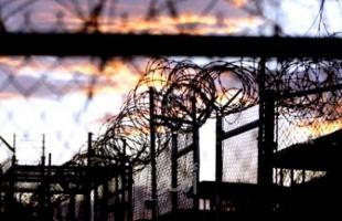 مركز فلسطين يحمَّل سلطات الاحتلال المسئولية عن حياة الأسير عماد أبو رموز