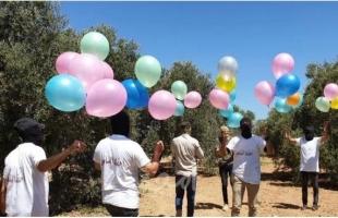 هآرتس: إسرائيل جمدت إدخال الأموال القطرية إلى غزة بسبب استمرار إطلاق البالونات