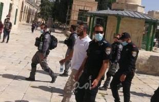 """شرطة الاحتلال تعتقل حارس المسجد الأقصى """"فادي عليان"""" ومستوطنون يقتحمون ساحاته"""