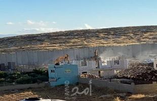 القدس: جيش الاحتلال يخطر بهدم 30 منزلاً ومنشأة بالعيسوية