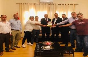 جمعية رجال الأعمال تزور مقر الجالية المصرية في غزة