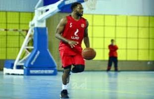 الأهلى يتفق مع محترف السلة على تجديد عقده لمدة عام