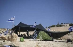 الخليل: مستوطنون يعتدون على مواطنين ويعيثون خرابا في أراضيهم