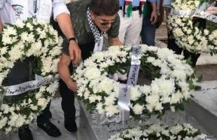 وضع أكاليل من الزهور على أضرحة الشهداء في المخيمات  الفلسطينية في لبنان وتونس وأريحا