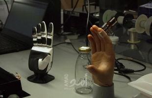 جلد اصطناعي قادر على اللمس والإحساس والشعور بالألم - فيديو