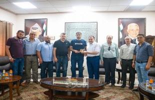 رئيس بلدية قلقيلية يستقبل وفدا من منطقة الشهيد غسان هزاع - صور