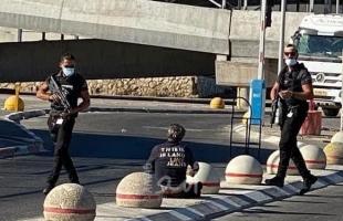 """قوات الاحتلال تطلق النار تجاه فلسطيني """"من ذوي الاحتياجات الخاصة"""" قرب حاجز قلنديا في القدس"""