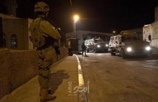 أريحا: قوات الاحتلال تداهم مازل المواطنين وتعتقل شاب