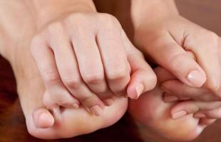 مراحل مرض النقرس وكيفية العلاج؟ تفاصيل