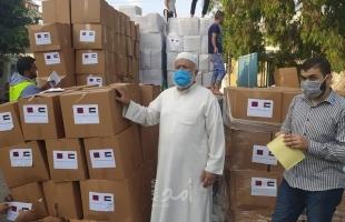 نواب حماس تسلم التنمية أربعة آلاف طرد غذائي للمتضررين من كورونا