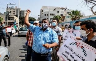 """الشعبية تنظم وقفة احتجاجية ضد سياسة إدارة """"الأونروا"""" تطالب """"ماتياس شمالي"""" بالرحيل- صور"""