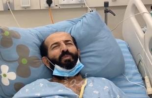 """زوجة الأسير """"ماهر الأخرس"""" لـ""""أمد"""": وضعه الصحي خطير ويدخل في غيبوبة مستمرة"""