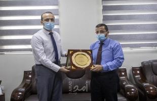مستشفى حمد للأطراف الصناعية تكرم الكلية الجامعية للعلوم التطبيقية