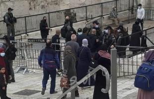 """بالصور.. قوات الاحتلال تنصب حواجز وتدقق في هوايا المواطنين وتمنعهم من دخول """"المسجد الأقصى"""""""