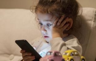 توصيات الأطباء لعلاج مشكلة تأخر الكلام عند الأطفال