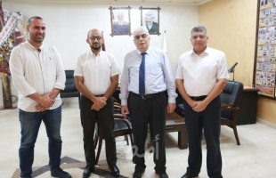 غزة: طالب جامعي يبتكر مشروع لتطوير نموذج صناعي للزجاج الواقي من الأشعة الخطيرة