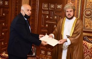 الرجوب يسلم رسالة خطية من الرئيس عباس إلى سلطان عُمان