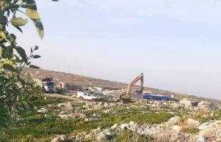 سلفيت: جيش الاحتلال يخلع مئات أشجار الزيتون غرب دير بلوط-صور