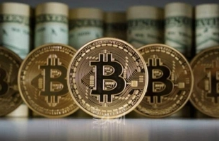"""توقعات بأن يصل سعر عملة """"البيتكوين"""" إلى 100 ألف دولار"""