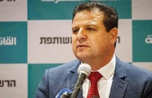 عودة غامزًا من موافقة عباس: مساعدة دولة الاحتلال بعقلية المقايضة