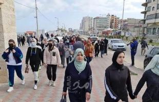 """غزة: سيدات يمارسن رياضة المشي ضمن فعالية """"خطى واثقة"""" في يوم المرأة العالمي- صور"""