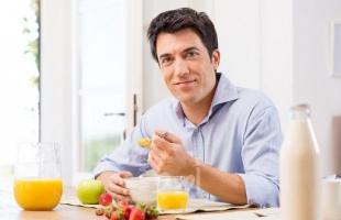 6 فوائد صحية لتناول الطعام ببطء