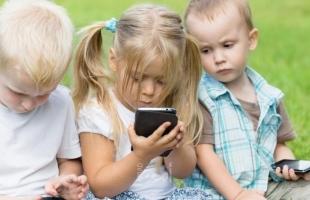 تأثير الأجهزة الذكية على سلوك الأطفال