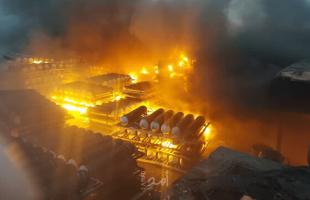 اندلاع حريق كبير جنوب شرق طهران وحالات من الخوف والهلع