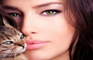 كيف تحصلين على عيون القطة بالتجميل؟