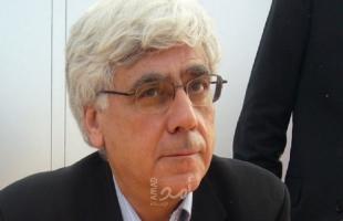 د. نسيبة يدعو عباس للاستقالة من مناصبه كافة
