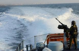 زوارق الاحتلال تهاجم وتطارد مراكب الصيادين مقابل بحر شمال غزة