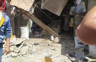 غزة: إصابة 4 مواطنين إثر سقوط سقف محل تجاري على المارة في سوق فراس - صور وفيديو