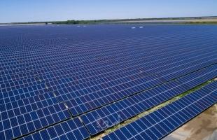 تايلاند تستغني عن الفحم وتنشئ أكبر مزرعة شمسية عائمة للحصول على الطاقة - فيديو