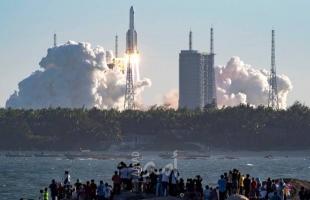 """مصر تعلن وقت مرور الصاروخ الصيني """"التائه"""" فوقها"""