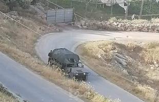 نابلس: قوات الاحتلال تقتحم مناطق متعددة في عقربا وتعتقل شبان وتداهم منازل - صور