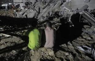 انتشال  6 شهداء  لعائلة الطناني من تحت الأنقاض في الشيخ زايد شمال قطاع غزة