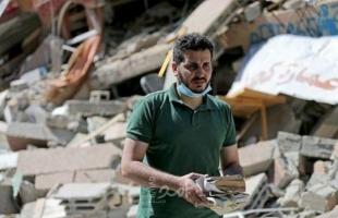 شعبان إسليم يأمل في إعادة بناء مكتبته بعد دمارها في القصف - صور