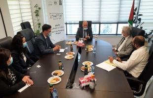 أبو جيش ومدير الوكالة الإيطالية يتفقان على تعزيز العمل المشترك مع صندوق التشغيل