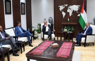 اشتية يبحث مع مبعوث الأمم المتحدة للسلام وممثل الاتحاد الأوروبي وممثل البنك الدولي ملف إعادة إعمار غزة