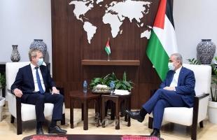 اشتية يبحث مع المبعوث الأوروبي لعملية السلام ملف إعمار غزة