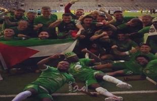 """فريق """"هامربي"""" يرفع العلم الفلسطيني خلال تتويجه بكأس دوري كرة القدم السويدية"""