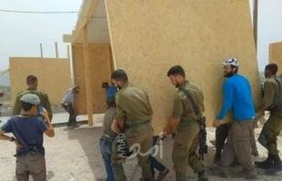 جنود الاحتلال يشاركون في إقامة بؤرة استيطانيّة قرب نابلس - صور