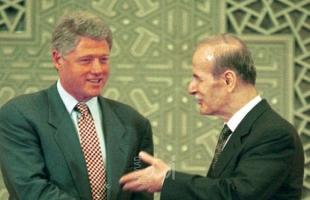 """الحلقة الخامسة: كلينتون حاول """"تحييد"""" الأسد إزاء قصف العراق باستئناف المفاوضات مع إسرائيل"""