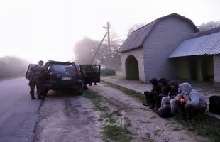 ليتوانيا تبدأ في بناء حاجز على الحدود مع بيلاروسيا لمنع المهاجرين